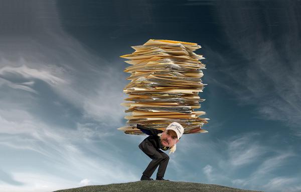 El-Rey-del-Papel-–-Cómo-la-gestión-de-documentos-podría-haberlo-salvado